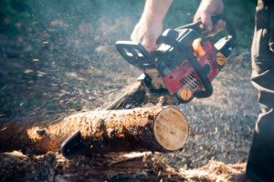 how to splitt wood with a chainsaw